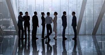 Candidatos esperando en un proceso de reclutamiento interno